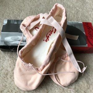 Capezio Adult Pro Canvas Ballet Slippers Sz 7.5W